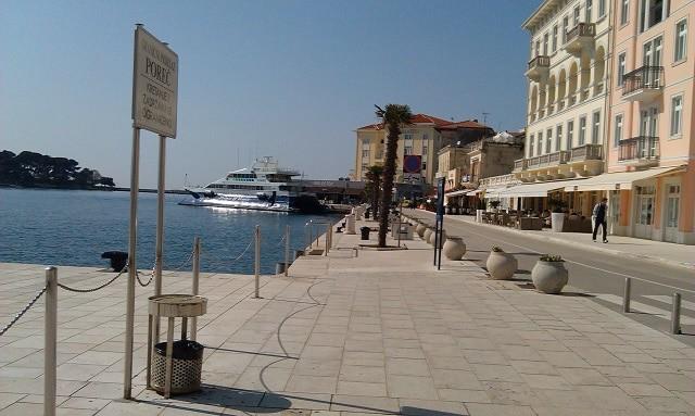Die Prince of Venice vor dem Cafe del Mar in Poreč. Foto: InIstrien.hr, Autor: Lorena Žufić