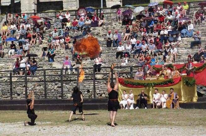Brot und Spiele in der Arena von Pula. Foto: InIstrien.hr