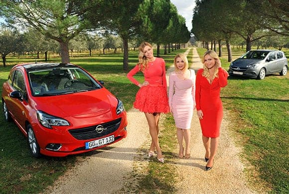 Drei Damen in Bale. Foto: Opel Facebook