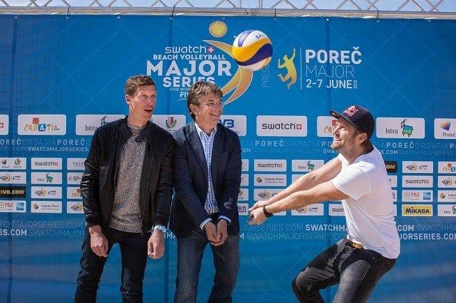 v.l. Patric Schmidlin von Hauptsponsor Swatch, Hannes Jagerhofer vom Veranstalter und Olympiasieger Julius Brink. Foto: Press