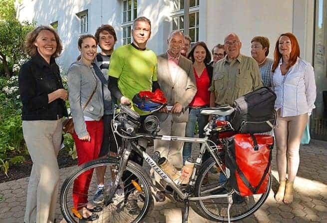 Abschiedskomitee für Markus Groß vor dem Rathaus in Trier.