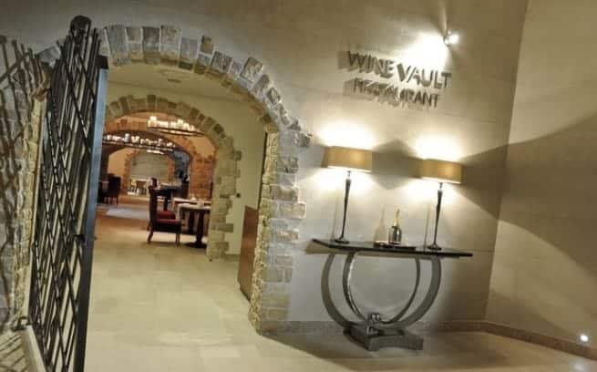 Eingang zum Wine Vault des Hotels Monte Mulini in Rovinj. Foto: Maistra