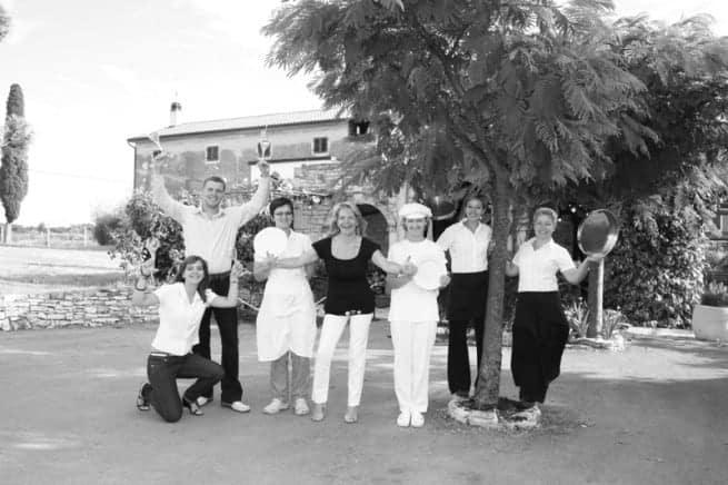 Das lustige Team der Konoba Bušćina um Fabijana Miljanović. Foto: konoba-buscina.hr