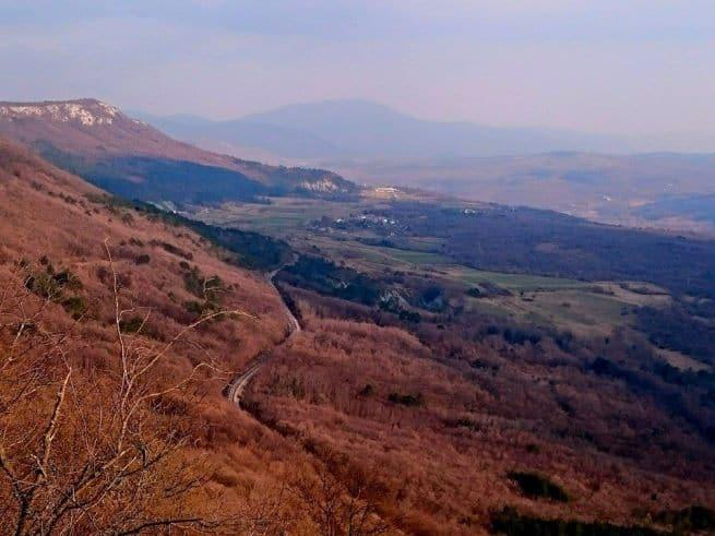 Am Fuße des Ćićarija Gebirges mit der Učka im Hintergrund. Foto: Enio Pašalić