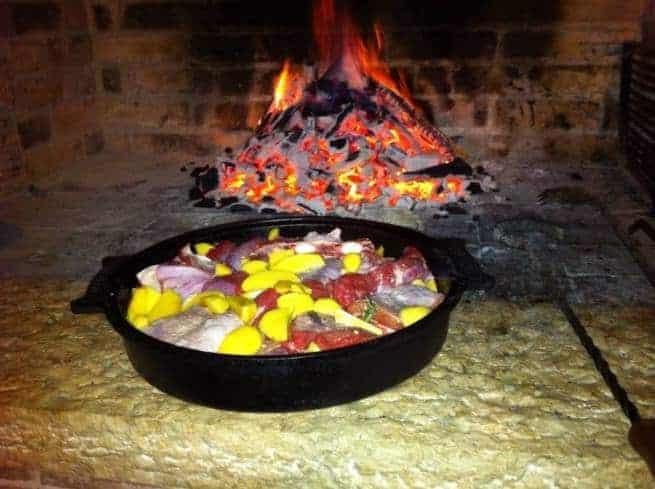 Die Konoba Istriana bereitet die Čripnja mit mit Schweinshaxe, Kalb, Oktopus, Lamm, oder Ziege zu. Foto: Facebook