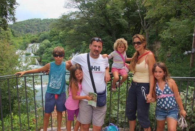 Die sechsköpfige Familie im Nationalpark Krka