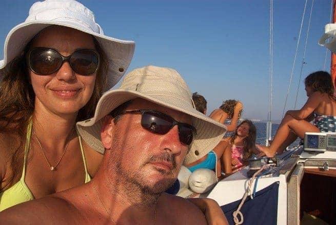Die Čupićs an Bord ihres Bootes im Selfie.