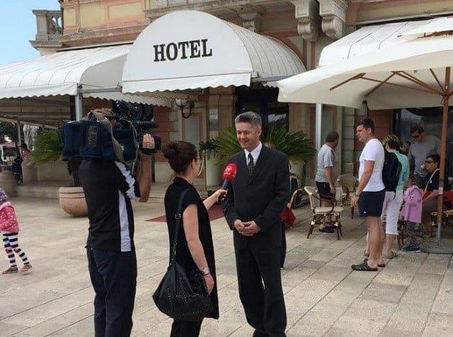 Vor dem Hotel Adriatic in Rovinj. Foto: Facebook