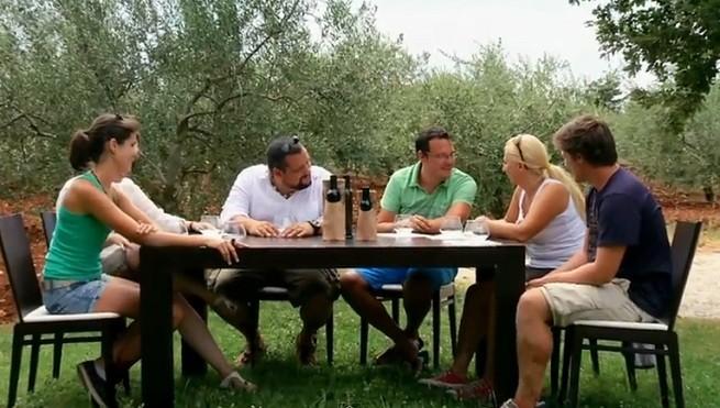 Screenshot aus dem Video. Olivenöl Verkostung bei Chiavalon in Vodnjan.