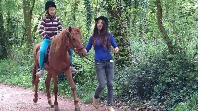 Junge Dame auf Pferd in Pulas Kaiserwald. Foto: GP Facebook, Autor: Mirjana Hrvatin