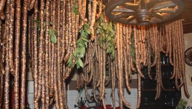 Istrische Wurst im Agroturizam Valroša. Foto: agroturizam-valrosa-rovinj.com