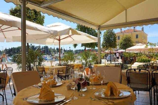 Die Terrasse des Maestral im Hotel Adriatic. Foto: Maistra.hr