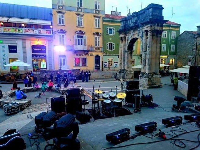 Alles bereit für das abendliche Rockkonzert am Portarata. Foto: Enio Pašalić