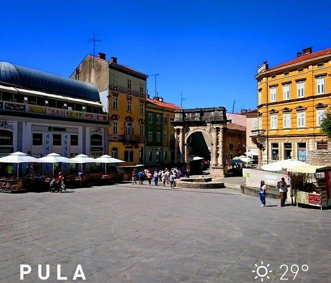 Der Portarata Platz in Pula zeugt von der ersten wetterbedingten Siesta in Pula 2015. Foto: Enio Pašalić