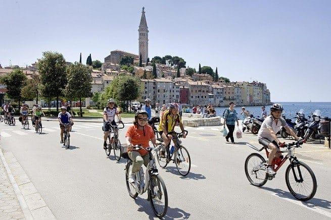 Die Teilnehmer des BR Radlfrühlings am Valdibora Hafen von Rovinj. Foto: I.D. Riva Tours
