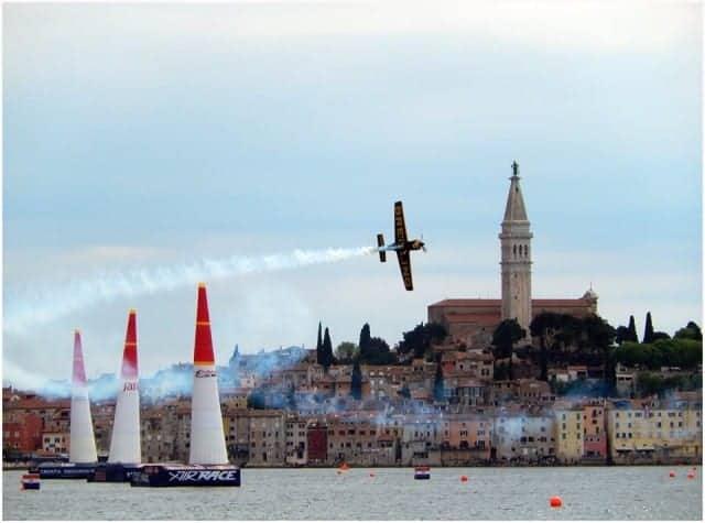 Ende Mai findet das Red Bull Air Race wieder im Valdibora Hafen von Rovinj statt. Foto: Enio Pašalić