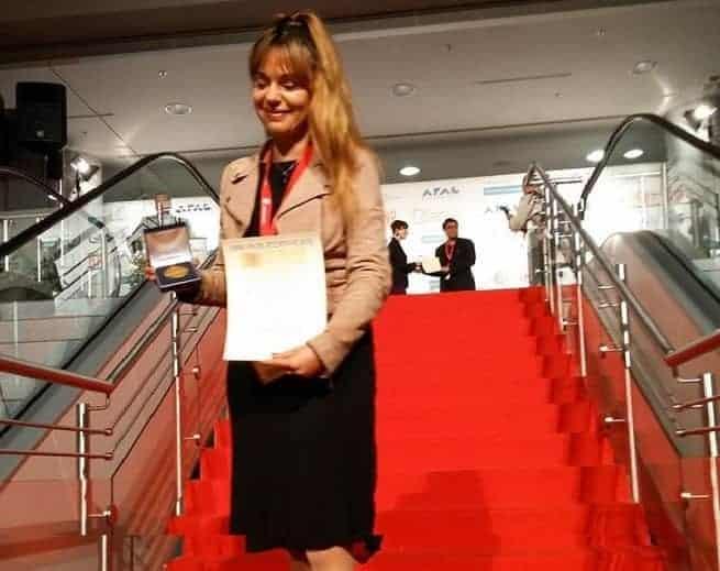 Sanja Vale Čupić mit der Goldmedaille von der Innovationsmesse in Nürnberg Anfang November. Foto: facebook