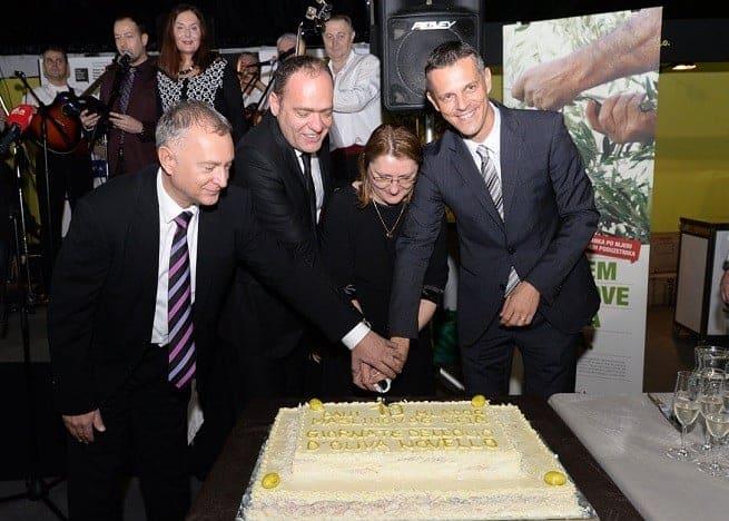 Zum 10. Jubiläum der Veranstaltung gab's auch Torte. Foto: Alphera