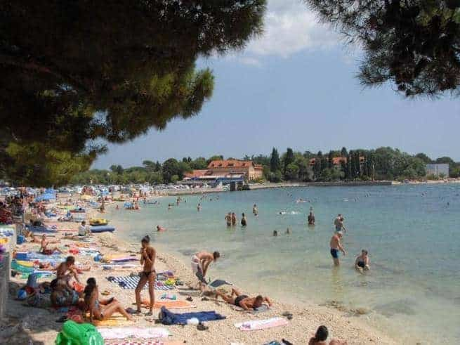 Strand in Valbandon bei Fažana. Foto: Istra.hr