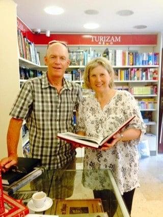 Elisabeth von Trapp und Gatte in der Petit Buchhandlung in Pula. Foto: Facebook