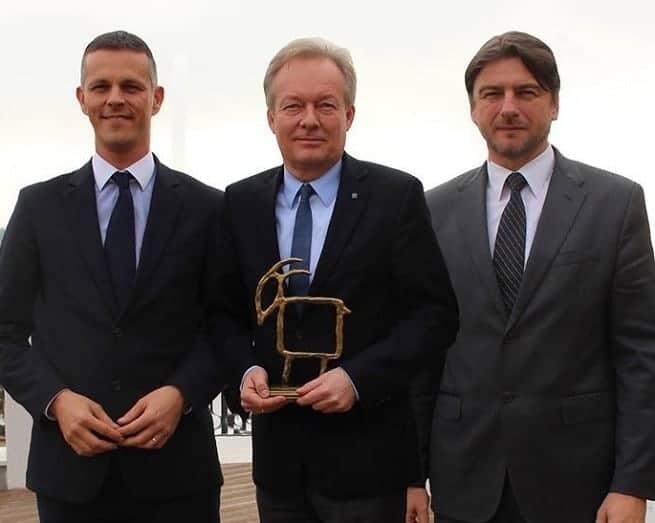 2013 erhielt erstmals ein Österreicher die höchste Tourismus-Auszeichnung Istriens, die Capra d´Oro. Auf dem Foto von links: Gespan (Landeshaptman) von Istrien Valter Flego, Wolfgang Neuhuber, der kroatische Tourismusminister Darko Lorencin. Foto: Facebook